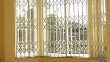 Раздвижные решетки: красивые варианты оформления окон