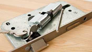 Как отремонтировать замок на входной железной двери?