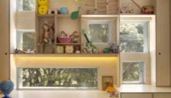 Шкафы вокруг окна: особенности конструкции